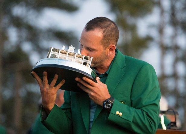 Sergio García besa el trofeo del Masters de Augusta. © Christer Höglund