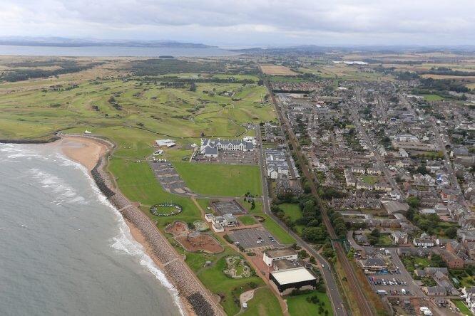 Vista aérea del recorrido de Carnoustie en Escocia. © Golffile   Fran Caffrey