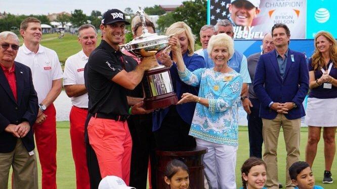 Billy Horschel posa con el trofeo de campeón del Byron Nelson. © PGA Tour