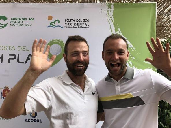 Pablo Martín y Carlos el Moral tras su vuelta en la segunda ronda en La Cala. © Tengolf
