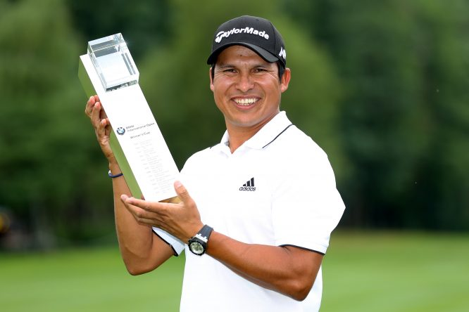 Andres Romero of Argentina poses with the trophy following his victory during the final round of the BMW International Open at Golfclub Munchen Eichenried on June 25, 2017 in Munich, Germany. (Photo by Warren Little/Getty Images)
