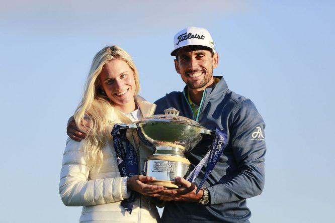 Rafa Cabrera Bello, con su prometida Sofia Lundstedt. © Golffile | Fran Caffrey