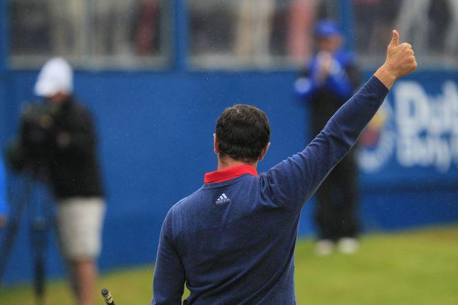 Jon Rahm agradece al público el apoyo en el Open de Irlanda. © Golffile  Thos Caffrey