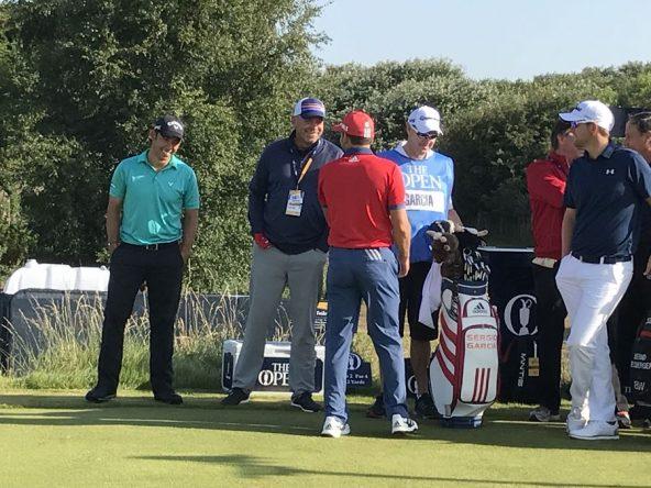 Thomas Bjorn bromea con Sergio y Larrazábal durante la vuelta de prácticas. © Tengolf
