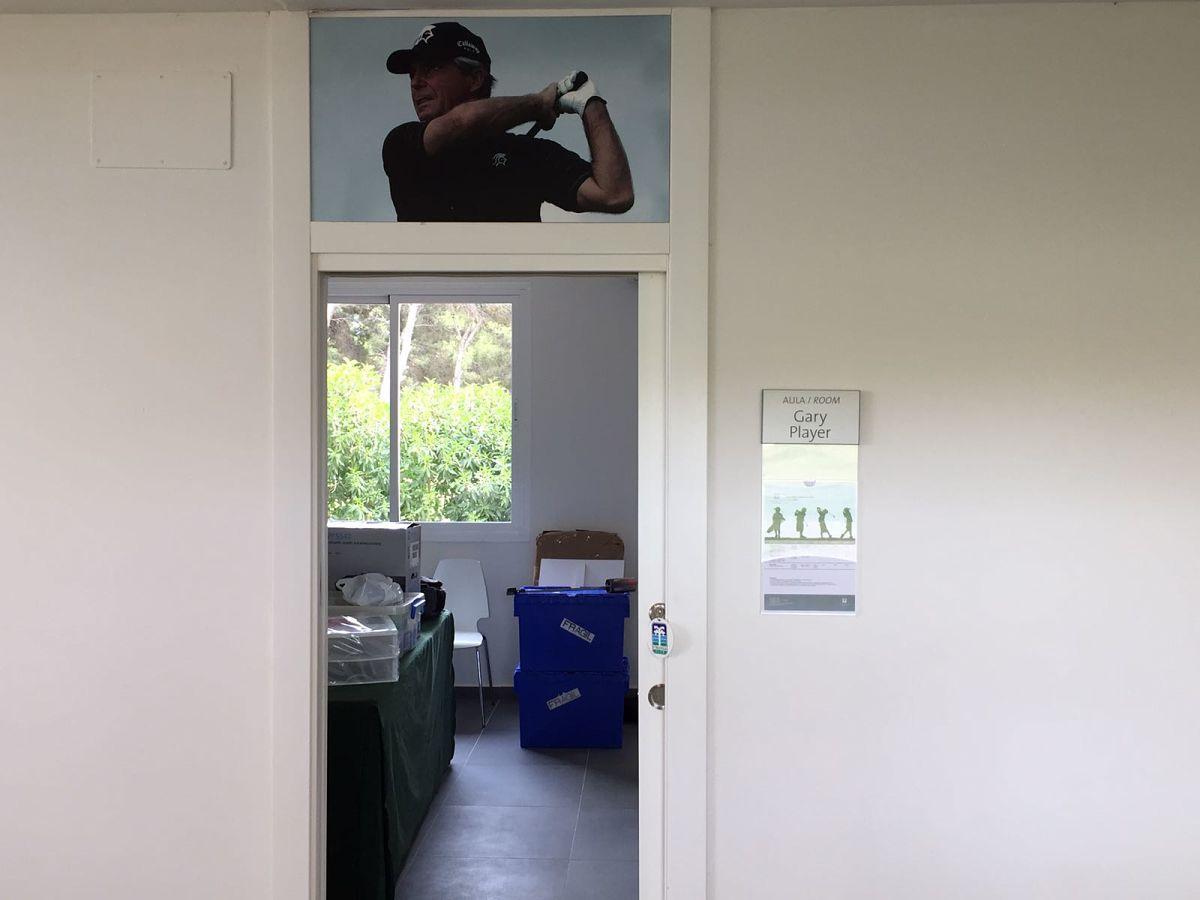 La oficina del torneo no puede estar mejor custodiada que con Gary Player. © Adolfo Juan Luna