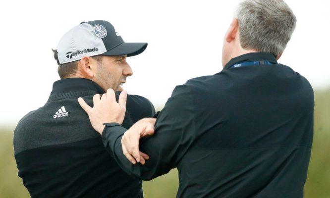 Sergio García recibe la atención de un fisioterapeuta del Open.
