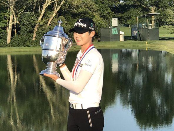 Sung Hyun Park sostiene el trofeo de campeona del US Open. © LPGA