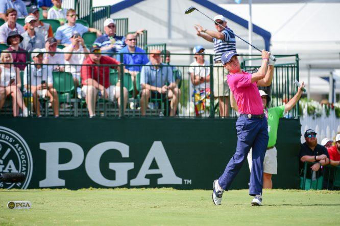 Justin Thomas en el hoyo 10 durante la ronda final del PGA Championship 2017. © Golffile | Ken Murray