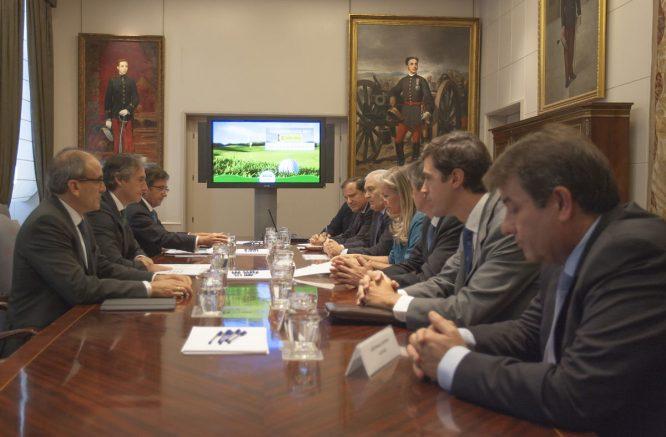 Reunión de la Asociación Española de Campos de golf con el ministro de Fomento. © AECG
