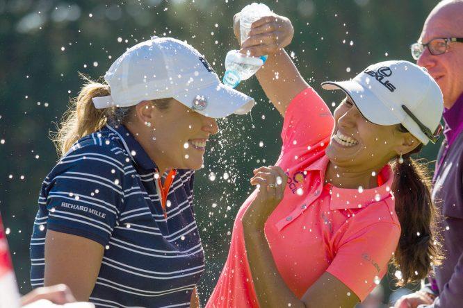 Cristie Kerr es felicitada por sus compañeras tras ganar el Open de Francia. © Tristan Jones