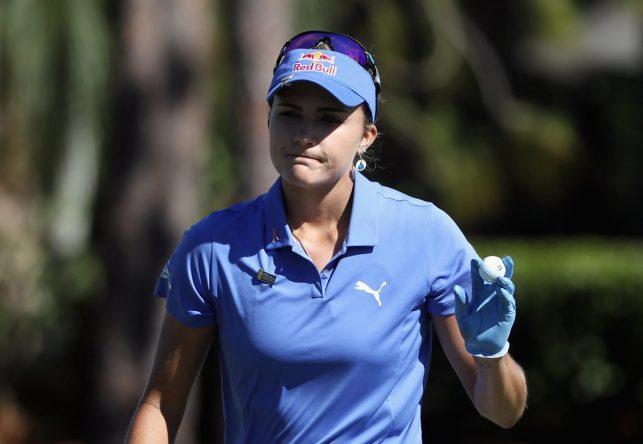 Lexi Thompson saluda al público en el Tiburón Golf Club de Florida. © LPGA