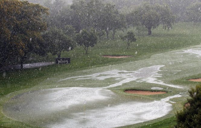 Incesante lluvia en el Randpark Golf Club hoy domingo. © Twitter European Tour