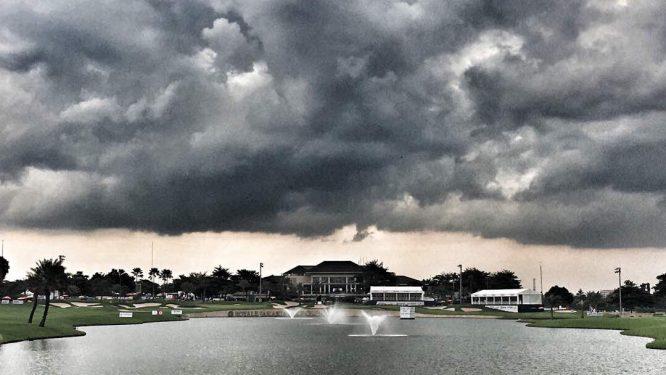 Así estaba el cielo en Indonesia en el momento de la suspensión. © Asian Tour
