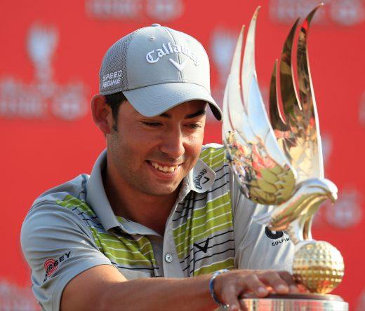 Pablo Larrazábal posa con el trofeo de ganador del Abu Dhabi HSBC Championship 2014. © Golffile | Eoin Clarke