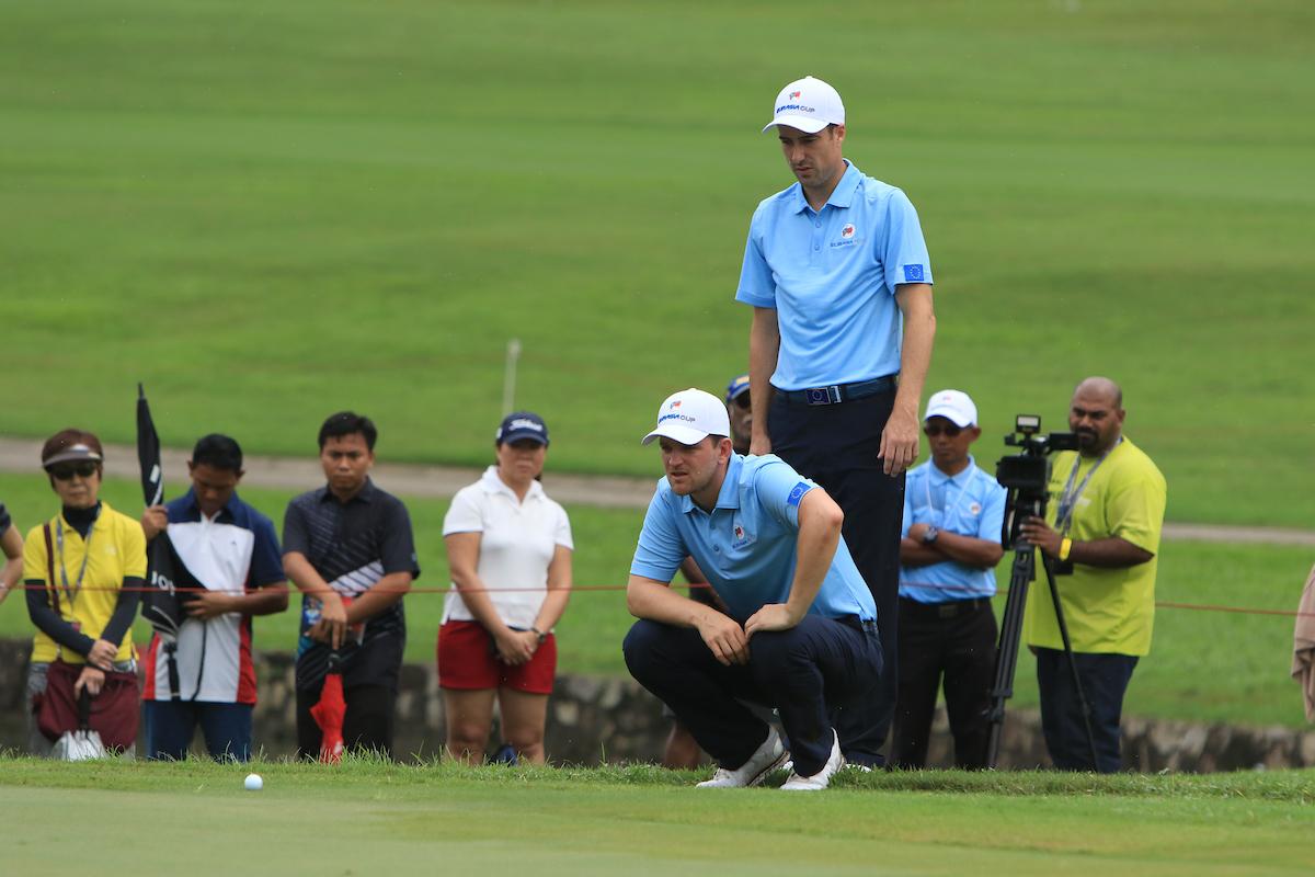 Ross Fisher y Bernd Wiesberger este sábado en el hoyo 17 de Glenmarie Golf. © Golffile | Thos Caffrey