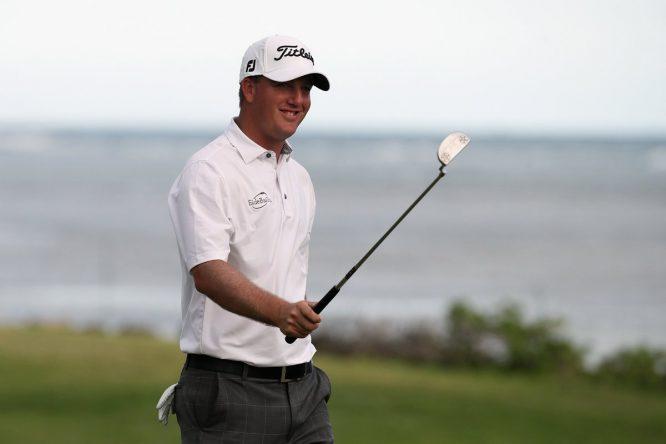 Tom Hoge lidera por primera vez un torneo del PGA Tour a falta de 18 hoyos.