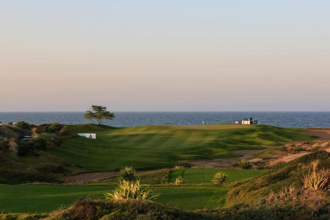 Vista del hoyo 2 del Al Mouj Golf. © Golffile | Phil Inglis