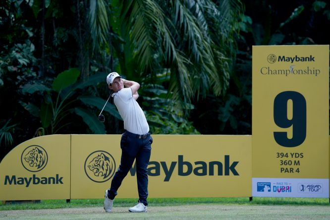 Chris Paisley of England plays a shot during day one of the 2018 Maybank Championship at Saujana Golf and Country Club on February 1, 2018 in Kuala Lumpur, Malaysia. (Photo by Stanley Chou/Getty Images)