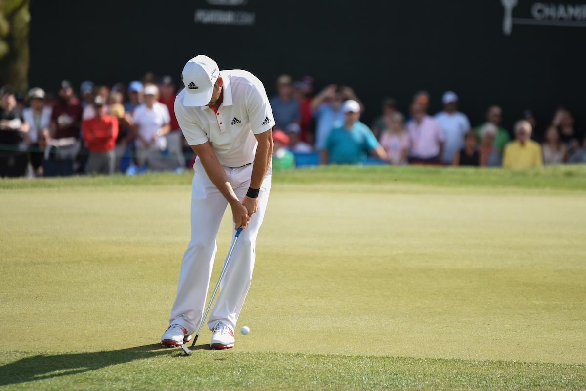 Sergio García ejecuta el chip en el green del hoyo 18 ayer en la última ronda del Valspar. © Golffile | Dalton Hamm
