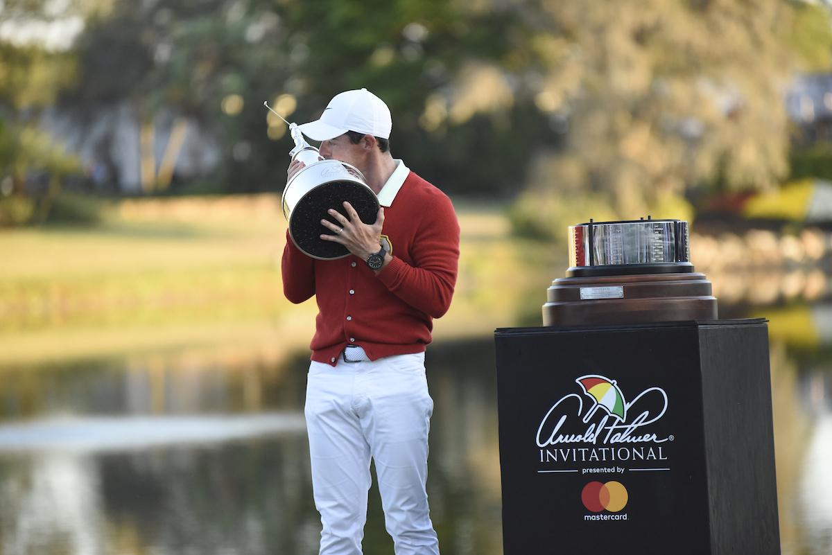 Rory McIlroy en la entrega del trofeo de ganador del Arnold Palmer Invitational. © Golffile | Dalton Hamm