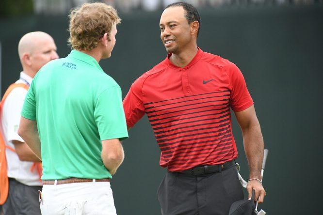 Tiger Woods saluda a Brandt Snedeker tras la cuarta ronda del Valspar Championship. © Golffile | Dalton Hamm