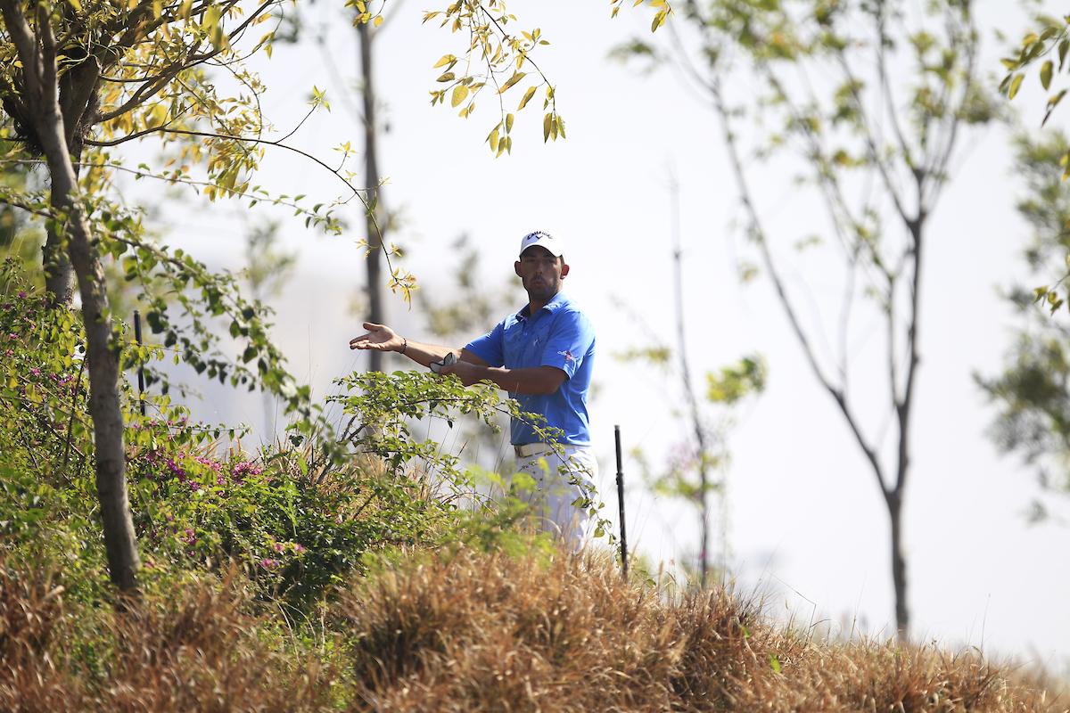 Pablo Larrazábal en el hoyo 10 durante la tercera jornada en DLF Golf. © Golffile | Thos Caffrey