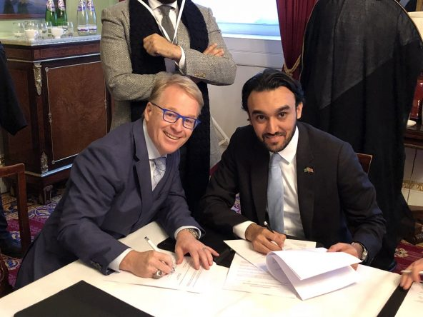 HRH Prince Abdulaziz bin Turki Al Faisal, Deputy Chairman of the Saudi Arabia General Sports Authority, signs the MOU with Keith Pelley.