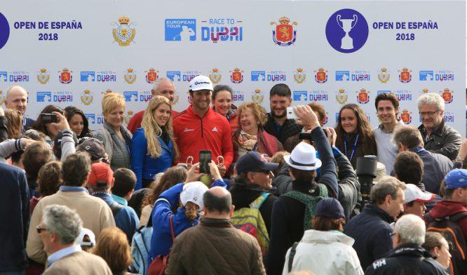 Jon Rahm posa junto a toda su familia tras ganar el Open de España. © Thos Caffrey | Golffile
