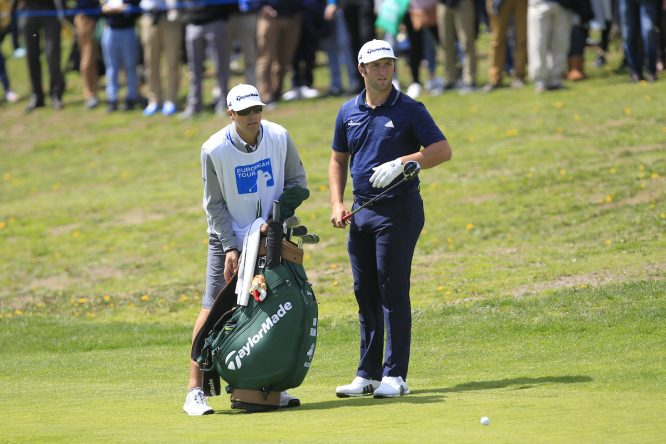 Jon Rahm y Adam Hayes, durante la tercera ronda del Open de España. © Thos Caffrey | Golffile