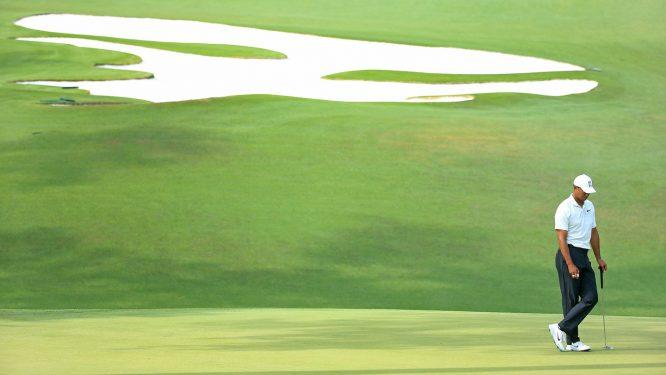 Tiger Woods durante la segunda jornada en Augusta, en el hoyo 10.
