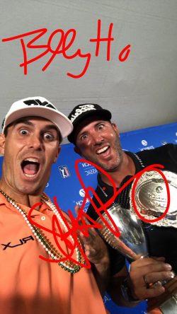 Billy Horschel y Scott Piercy bromean con el trofeo de campeones del Zurich Classic. © PGA Tour