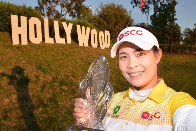 Moriya Jutanugarn se hace el selfie de campeona del LPGA. © Twitter
