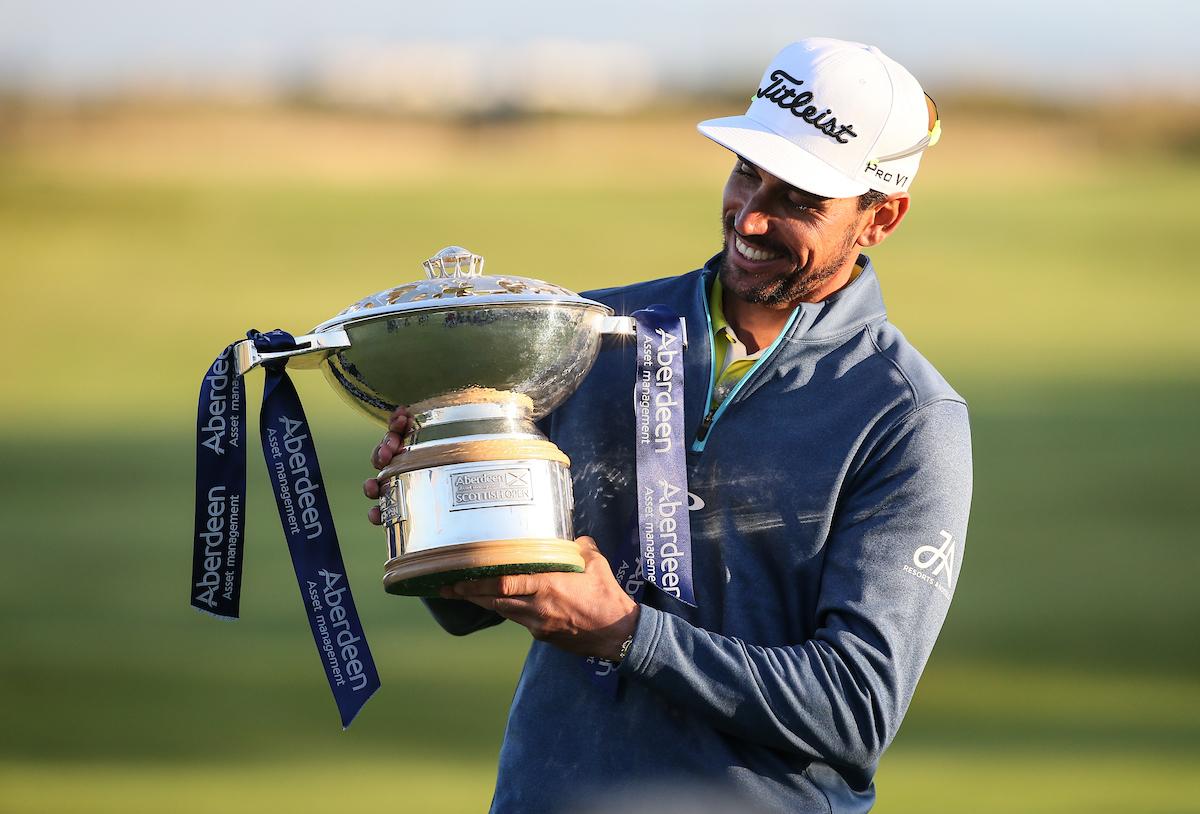 Rafa Cabrera Bello con el trofeo de ganador del Open de Escocia 2017. © Golffile | David Lloyd