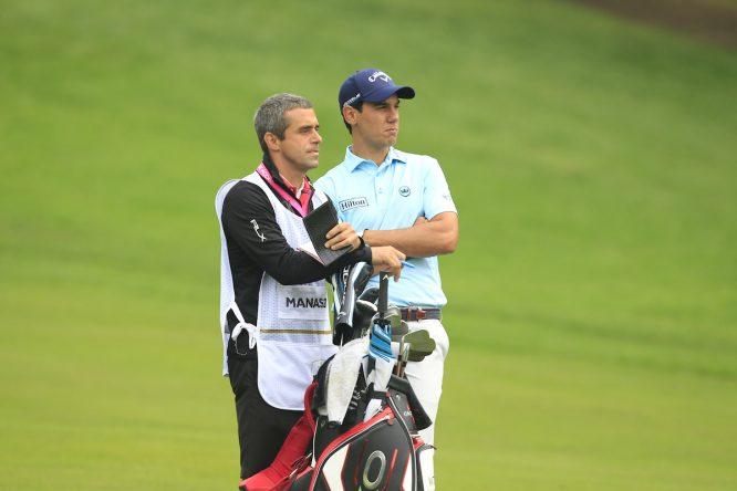 Matteo Manassero y su caddie Job Sugranyes. © Golffile | Thos Caffrey