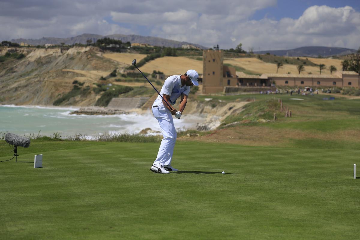 Álvaro Quirós en el hoyo 16 del Verdura Golf Club durante la ronda final del Rocco Forte Open 2017. © Golffile | Fran Caffrey