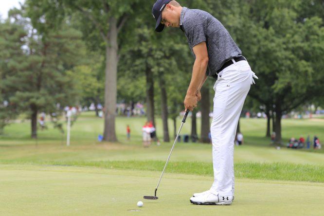 Jordan Spieth es uno de los profesionales que ha utilizado la técnica de patear mirando al hoyo. © Golffile | Eoin Clarke
