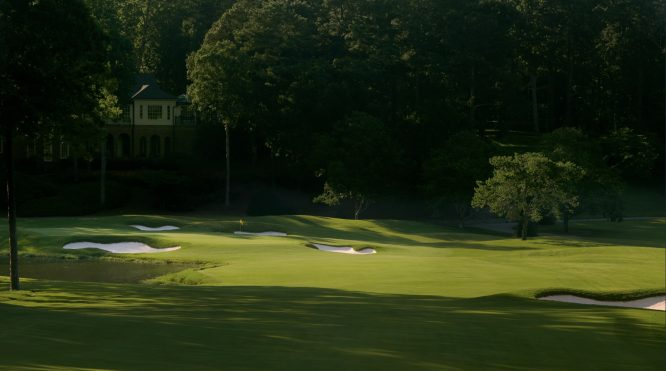 El hoyo 18 de Shoal Creek, en Alabama, sede del US Open.