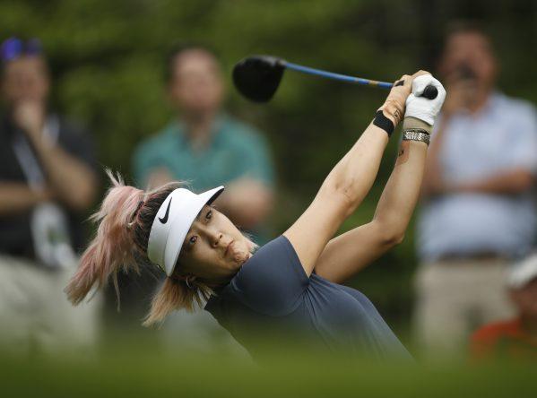 Michelle Wie pega su golpe de salida en el hoyo 14. © USGA/Darren Carroll