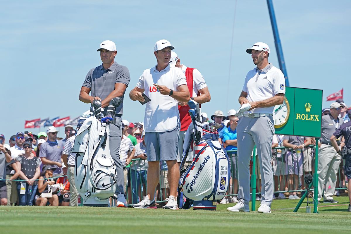 Brooks Koepka y Dustin Johnson en la jornada final en Shinnecock Hills. © Golffile | Brian Spurlock