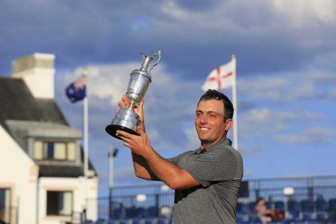 Francesco Molinari levanta la Jarra de Clarete tras ganar el Open Championship. © Golffile | Fran Caffrey