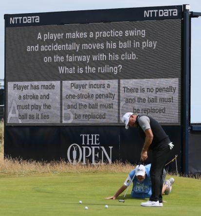 Las pantallas del Open van haciendo preguntas sobre las Reglas de Golf. © Golffile   David Lloyd