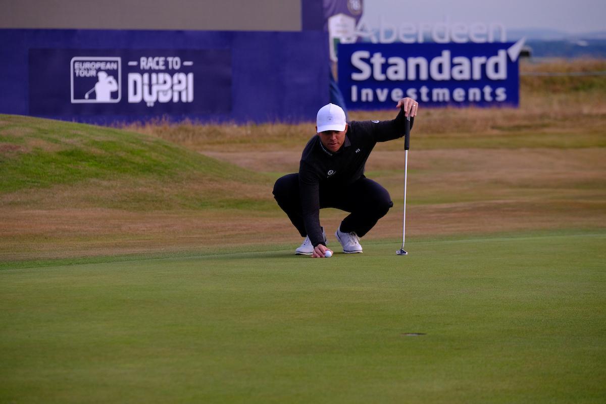 Luke List en el hoyo 18 durante la primera ronda del Open de Escocia. © Golffile | Fran Caffrey