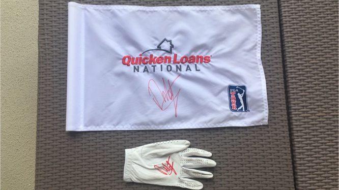 La bandera del hoyo 18 del Quicken Loans y el guante que utilizó Francesco Molinari el domingo con la firma del italiano. © Pello Iguarán