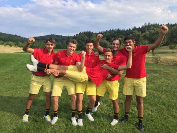 El equipo español al completo celebra el oro cosechado en los Campeonato de Europa sub 18.