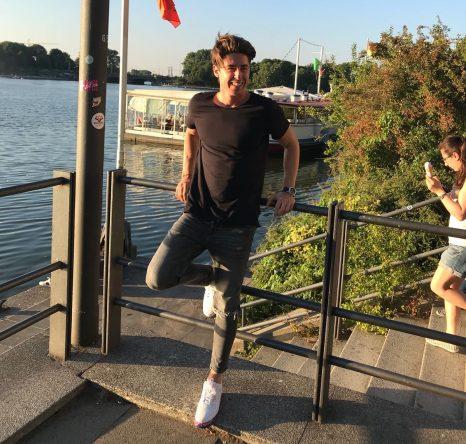 Aquí os dejo una foto que me hice el lunes por la tarde en Hamburgo, antes del episodio nocturno... © Pep Anglés