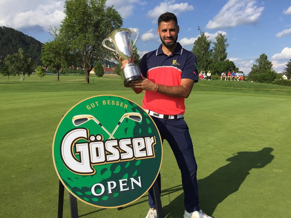 Santiago Tarrío posa con el trofeo de ganador del Gosser Open 2018.