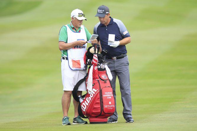 Padraig Harrington y su caddie Gerry Byrne en la segunda jornada del Czech Masters. © Golffile | Thos Caffrey