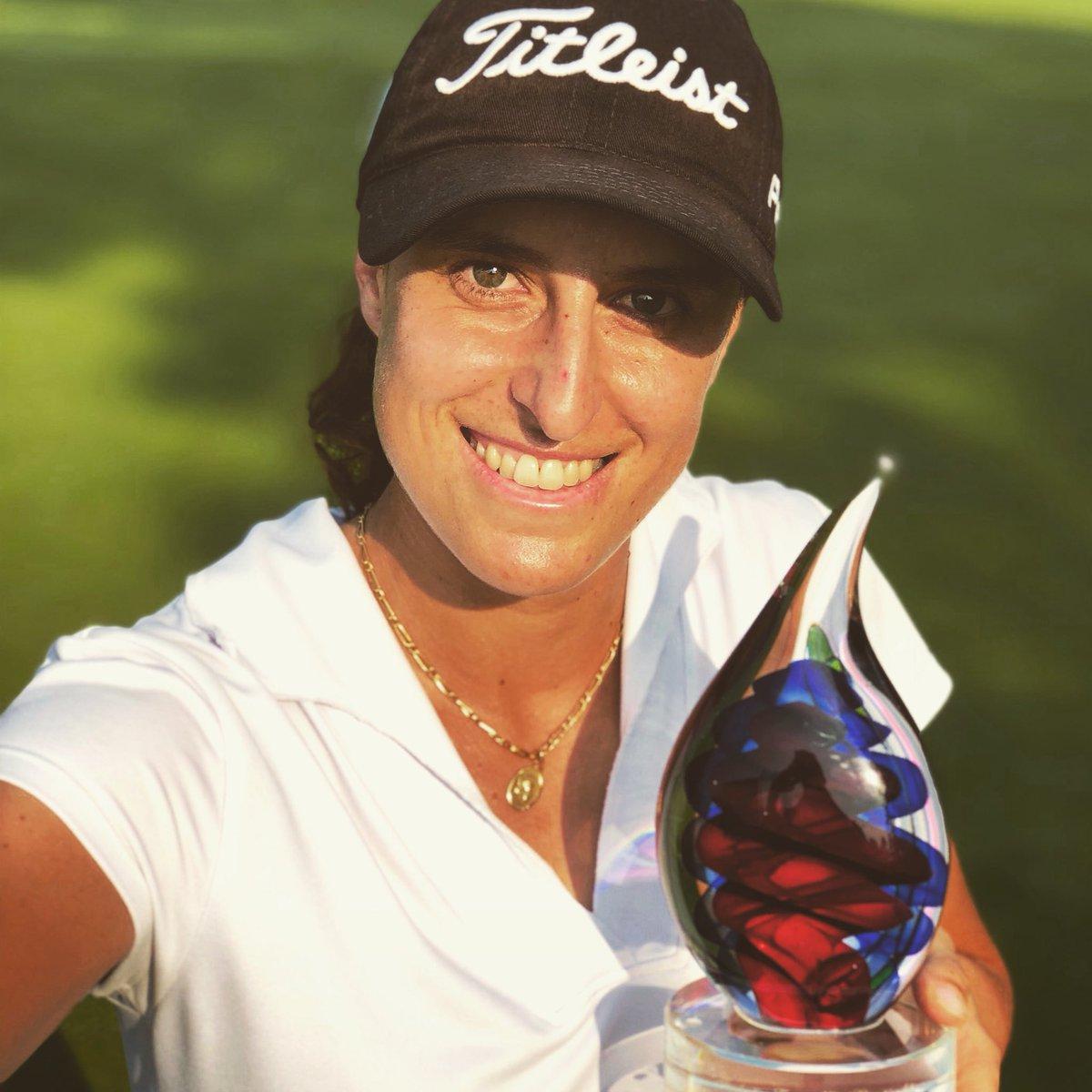 Selfie de Marta Sanz con el trofeo.