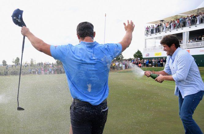 Pavan es regado en champán para celebrar su victoria. © European Tour