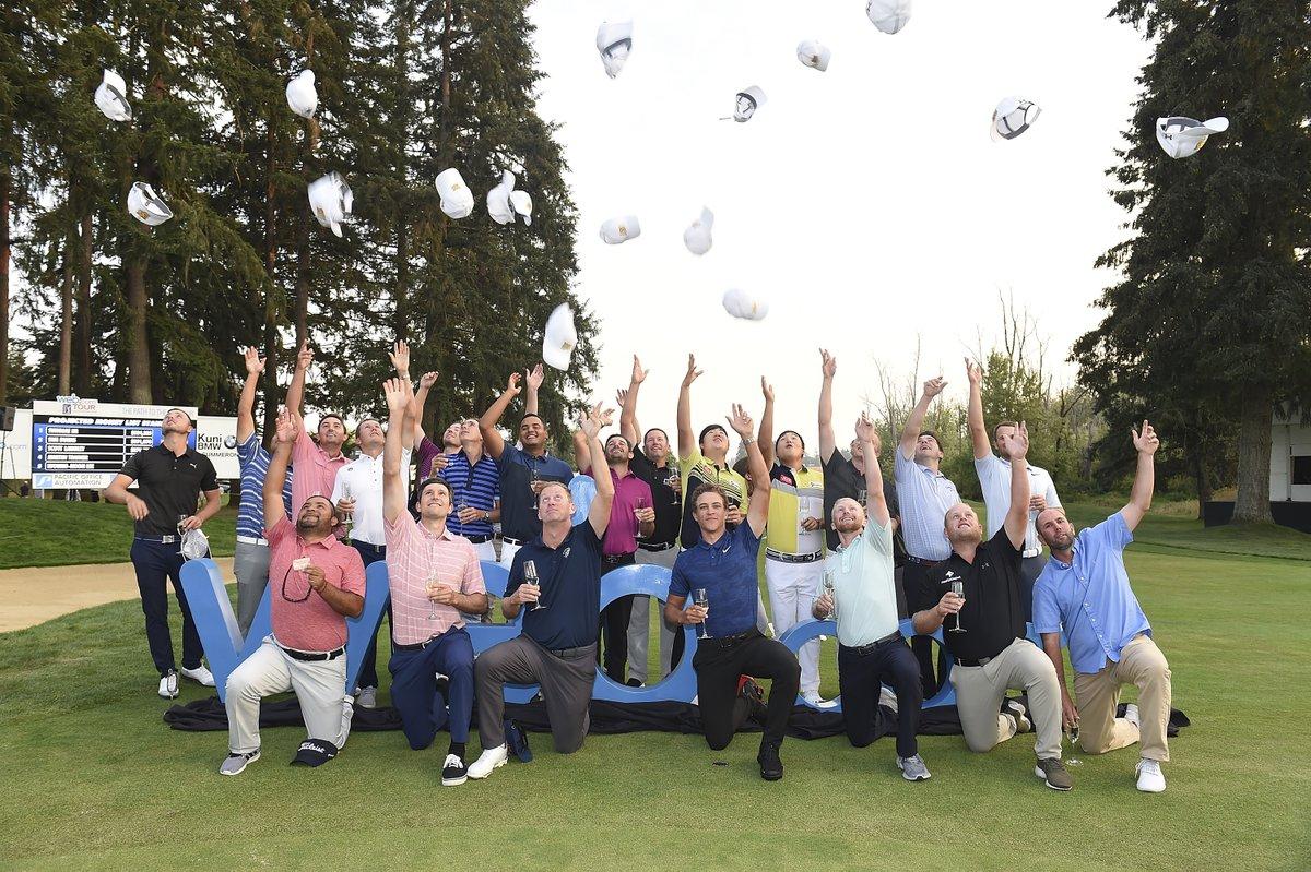El top 25 del Web.com Tour celebra el logro de conseguir la tarjeta del PGA Tour.q